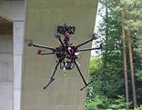 Drohne entlang der Autobahn im Einsatz