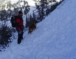 Bergretter auf Lawine