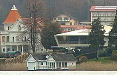 Häuser am Ufer des Wörthersees