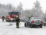 Verkehr Schneefahrbahn Unfall