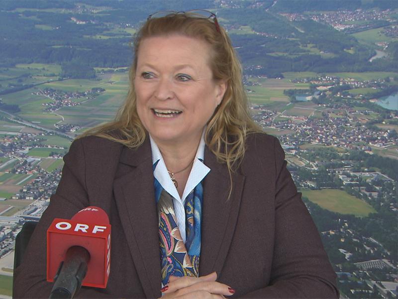 Bettina Ganghofer, Flughafendirektorin