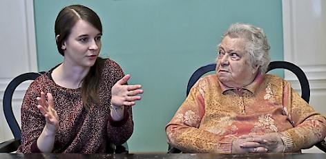 """Journalistin Marlene Groihofer (L) und Holocaust-Überlebende Gertrude Pressburger """"Frau Gertrude"""""""