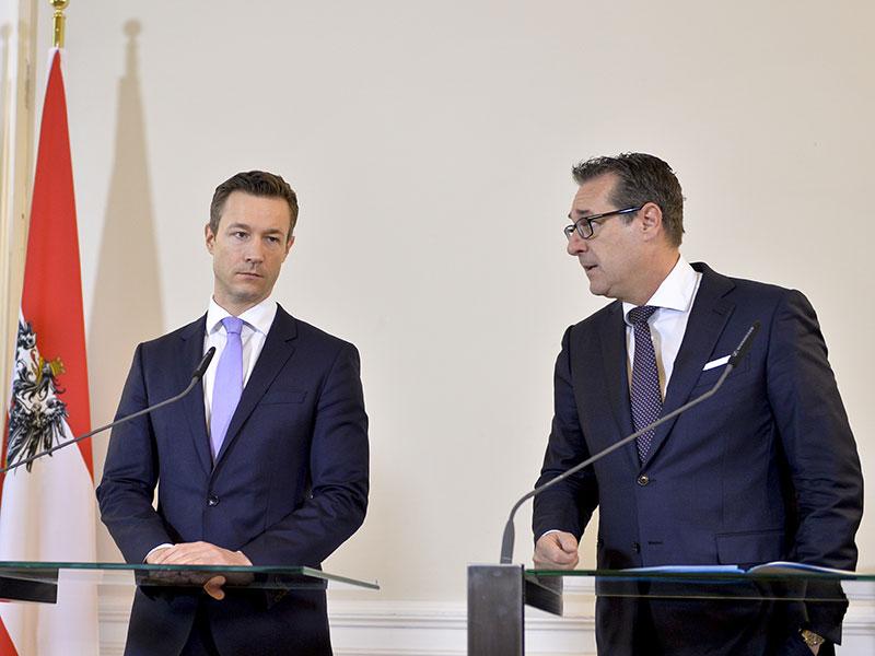 Gernot Blümel und Heinz-Christian Strache bei Pressekonferenz