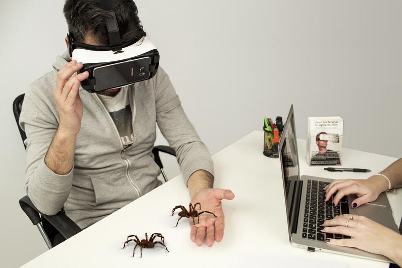 Pressebilder zur Angsttherapie mit VR Brillen