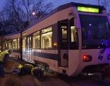 Badner Bahn entgleist