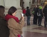 Touristen im Dom