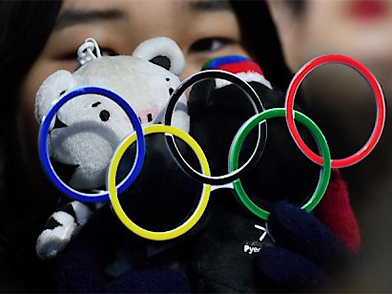 Olympische Ringe und Maskottchen