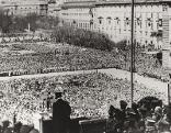 Adolf Hitler 1938 auf dem Wiener Heldenplatz