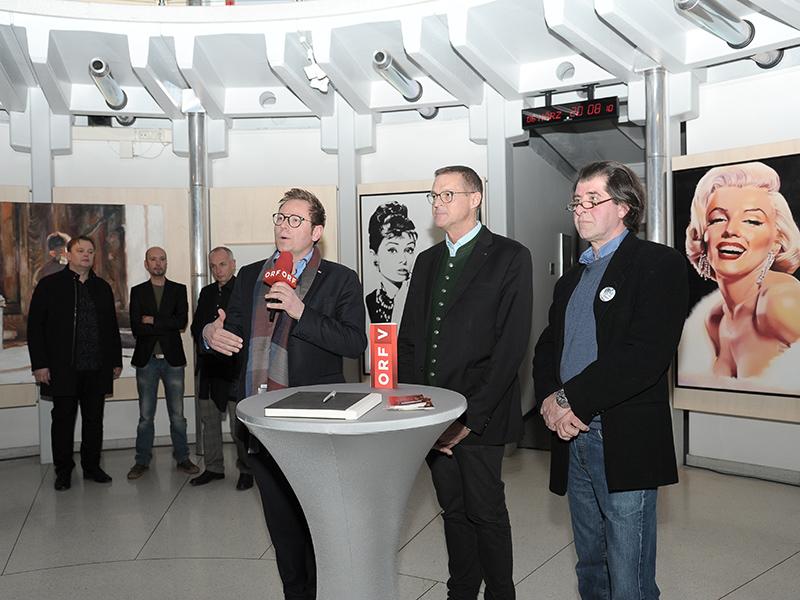 Ausstellungeröffnung mit Landesrat Bernhard (Mitte), ORF-Landesdirektor Klement (links) und Vermittler Harald Gfader.