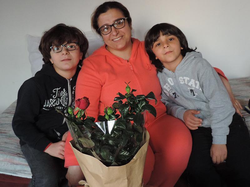 Manal Mohammad mit Kindern  Delo und Juan