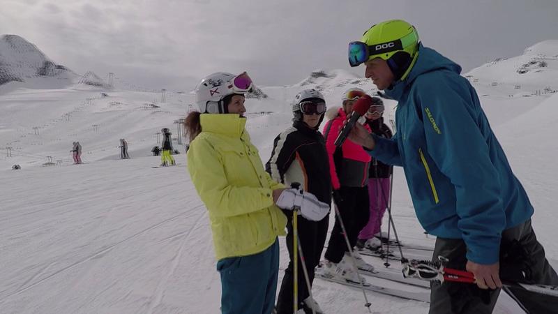 Franz Grießner im Kreis der Skifans