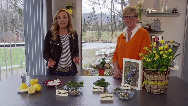 Edina Gaisecker und Kornelia Seiwald in der Fernsehgartenküche
