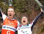 Carina Edlinger und ihr Bruder bejubeln doch noch ihre erste Paralympics-Medaille