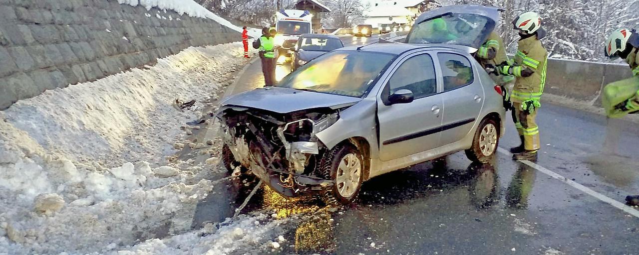 Zwei Unfälle mit Totalschaden im Unterland
