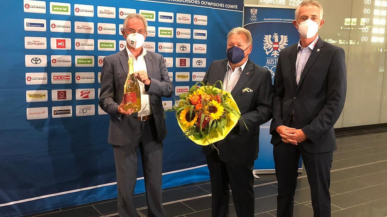 Welving, el presidente de Austria Cycling Harald Mayer, y el presidente de ciclismo en Baja Austria, Jürgen Bretschneider (desde la izquierda)