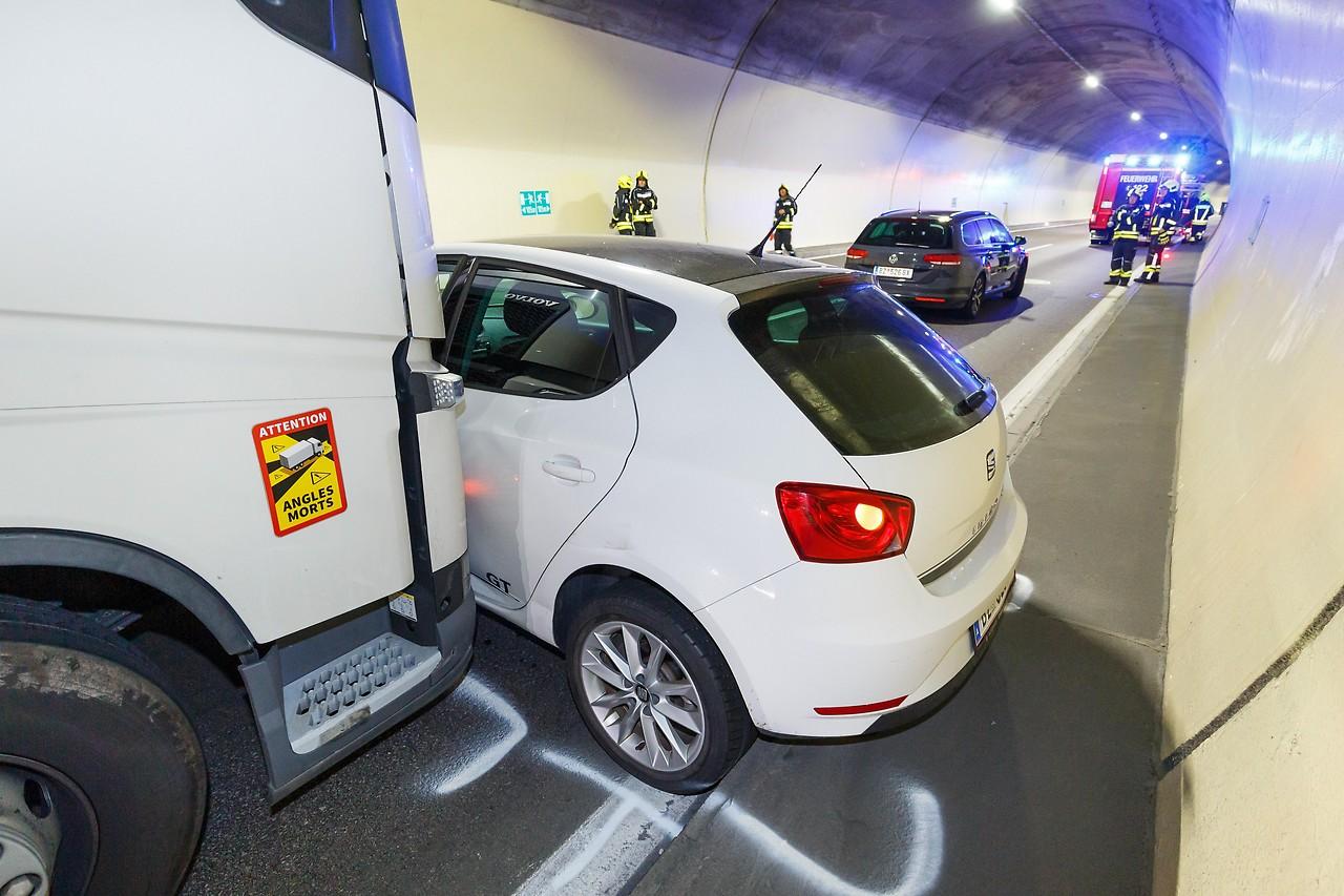 Lkw-Fahrer übersieht Pkw im toten Winkel - vorarlberg.ORF.at