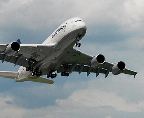 Airbus A380 über Salzburg.