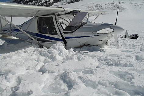 Flugzeug nach Bruchlandung am Gepatschferner