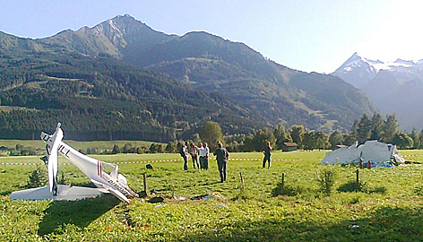 Wracksteile nach Flugzeug-Crash in Zell