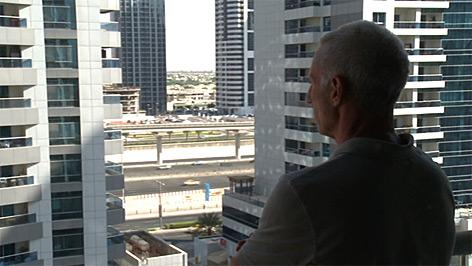 Ischler Arzt in seiner Wohnung in Dubai