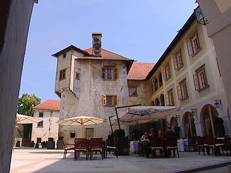 Innenhof von Schloss Otočec