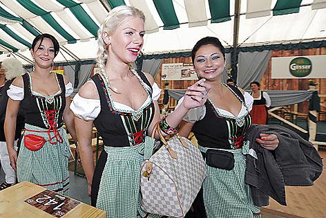 Kellnerinnen im Wiesn-Zelt