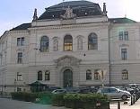 Landesgericht Salzburg / Justizgebäude vom Kajetanerplatz aus gesehen