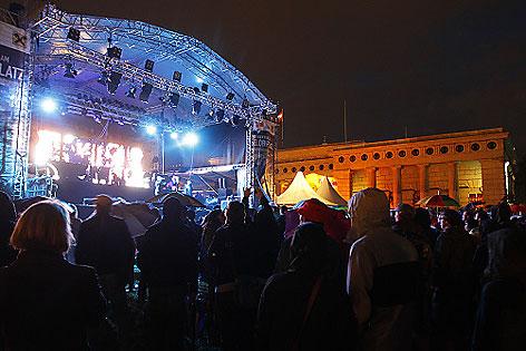 DJ- und Produzenten-Duo Kruder & Dorfmeister bei der Eröffnung des Stadtfestes 2011