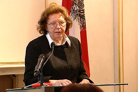 Bundesverdienstzeichen in Gold für Katharina Sasso, Verleihung in Wien