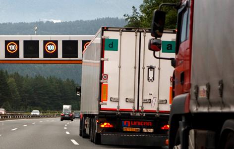 Zwei Lkws auf der Brennerautobahn