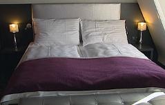 Doppelbett in Hotel