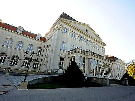 Eine Ansicht des Schloss Wilhelminenberg