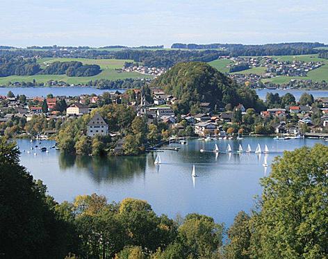 Ortszentrum von Mattsee, Marina, Hafen und Strandbad sowie Schloss Mattsee
