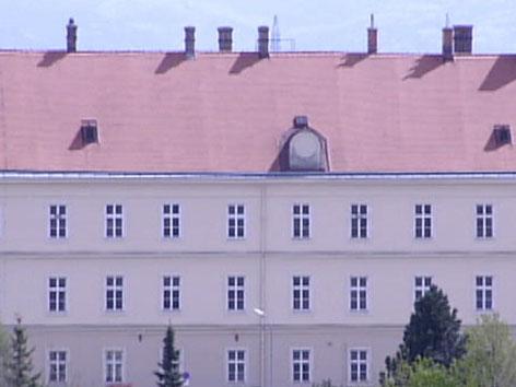 Außenansicht der Kaserne Wöllersdorf