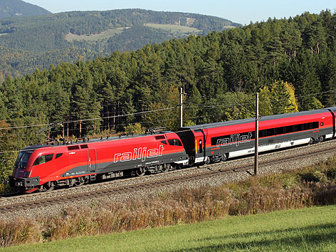 Railjet-Zug der ÖBB