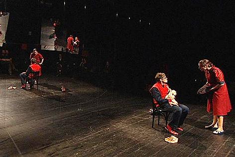 """Szene aus Theaterstück """"Träumt?"""""""