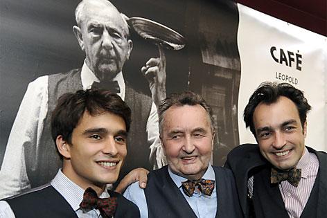 Sohn Günter (Mitte) und die Enkel Michael (l.) und Amir Hawelka