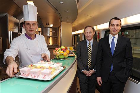 Koch, Attila Dogudan und Christian Kern im Zug