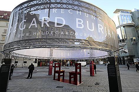 Eine Installation aus Anlass der Seeligsprechung von Hildegard Burjan auf dem Stephansplatz