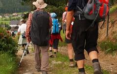 Pilger bei der Wanderung