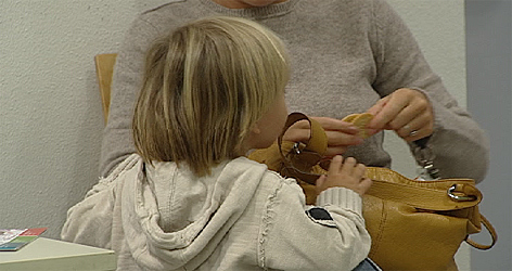 Kind Mutter Familie Mindestsicherung Sozialsystem Sozialhilfe Alleinerzieherin