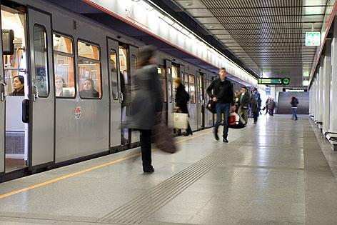 Fahrgäste in U-Bahn