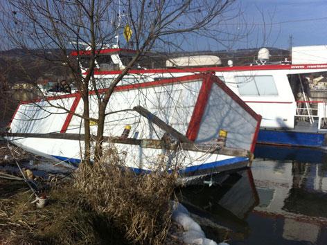 Gesunkenes Schiff in der Donau