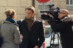 Presseleute vor der Klinik