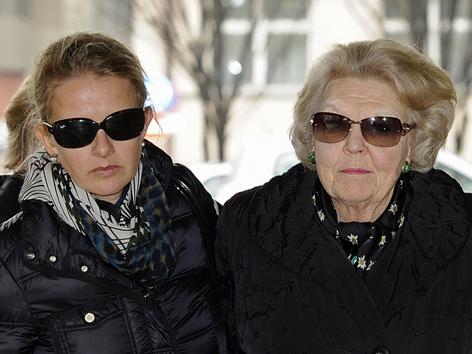 Königin Beatrix und die Frau von Prinz Johan Frisos Mabel treffen am Sonntag in der Universitätsklinik Innsbruck ein.