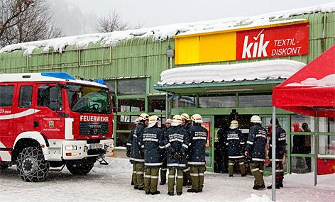 Feuerwehr bei Kik in Hofgastein - Firmendach droht einzustürzen