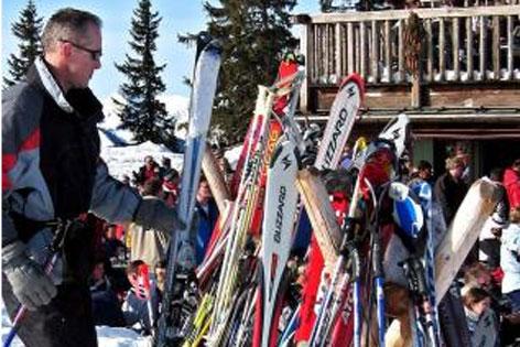 abgestellt Ski Skihütte
