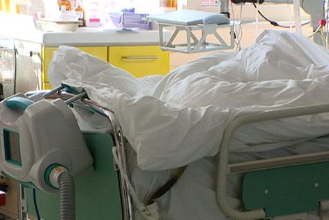 Leeres Spitalsbett
