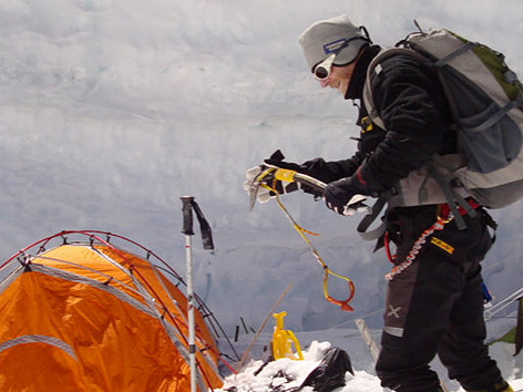 Bergsteiger vor Zelt