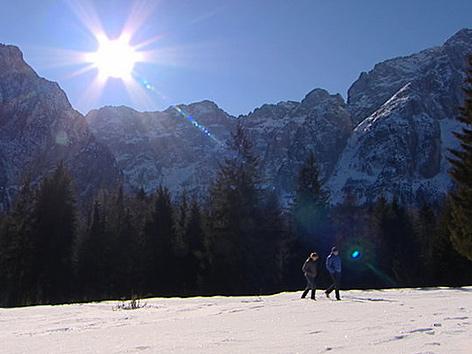 Spaziergang vor Bergpanorama
